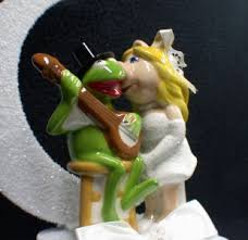 miss piggy kermit frog wedding cake topper muppet top moonlight