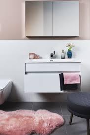 badezimmer dunkelblau praktische stylingtipps für 4 verschiedene badstile umstyling