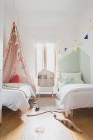 Small Bedroom With 2 Beds Best 10 Small Shared Bedroom Ideas On Pinterest Shared Room