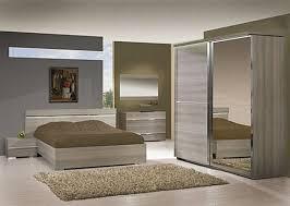 tapis chambre à coucher tapis chambre adulte deco chambre adulte cosy 31 creteil taupe