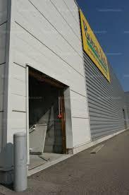 bureau vall bourgoin jallieu bourgoin jallieu deux magasins cassés à la voiture bélier
