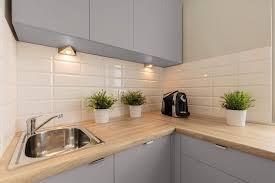 peindre carrelage plan de travail cuisine rénov cuisine peinture meubles de cuisine et multi surfaces