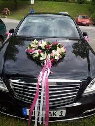 hochzeitsdekoration auto autoschmuck hochzeit autodeko blumen blüten girlanden