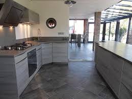 cuisines grises cuisine carrelage gris clair idées de décoration capreol us