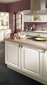 cuisine bruges cuisine composée d un ilot central avec placards blancs plan de