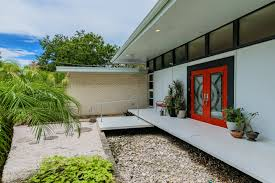 mid century modern homes tampa mid century modern homes even the steps leading to the back patio create a touch of drama and also signal another tipoff to the mid century design lavish use of organic materials