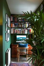 Bookshelves Small Spaces by Best 25 Small Home Libraries Ideas On Pinterest Home Libraries