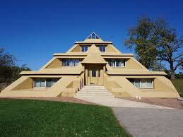 House Sq Ft Pyramid House This 2 000 Sq Ft 2 Br Suite Vrbo