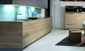 spritzschutz für küche spritzschutz für die küche aus glas vorteile kosten