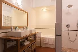 chambre d hote le luc en provence chambres d hôtes provence piscine intérieure chauffée