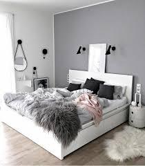 chambre en et gris peinture gris perle chambre 1 murs bicolores grand lit blanc lzzy co