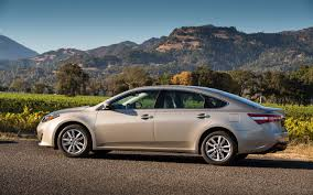2014 toyota avalon xle touring hybrid 2013 toyota avalon limited test motor trend