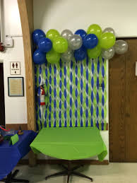 blue green and sliver wall decor with streamers and balloons