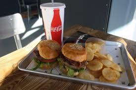 israeli burger restaurant focused on customization moves to texas