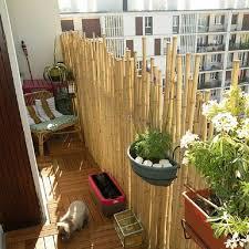 balkon fliesen holz bambus balkon sichtschutz bambusstangen sonennschutz holz fliesen