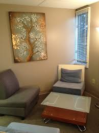 wish i could decorate my office similar to this therapist office