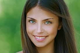 best hair color for hispanic women green eyes the most attractive eye color