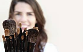 makeup artist 15 reasons to date a makeup artist eharmony advice
