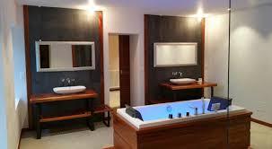 parquet pour salle de bain decoration salle de bains exotique n sol bois exotique salle de