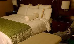 big bed pillows nice big bed lots of pillows no walking room picture of tysons