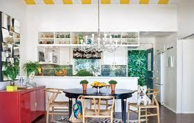 cuisine coloree cuisine éclectique cuisine colorée tuiles vertes dosseret armoires