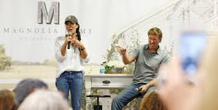 chip and joanna gaines facebook conservatives and liberals agree on this chip and joanna gaines