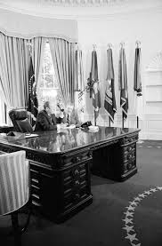 Oval Office Decor Through The Years Wilson Desk Wikipedia