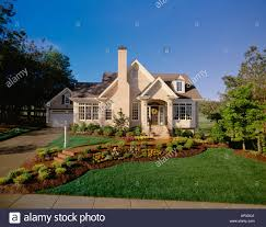 Cottage Style House Small Light Brick Cottage Style House Beautifully Landscaped Front