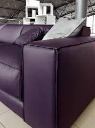 canapé cuir prune 80 idées d intérieur pour associer la couleur prune