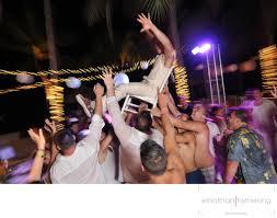 Chair Dancing Wedding Party Dancing Hands Up Dama De Honor Bailando Aruba