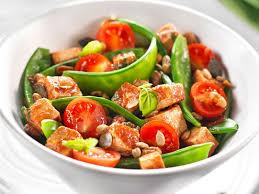 cuisiner des pois mange tout méli mélo de pois mange tout aux tomates cerises et tofu top santé