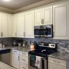 what backsplash looks with cabinets starting and stopping backsplash saw tech countertops