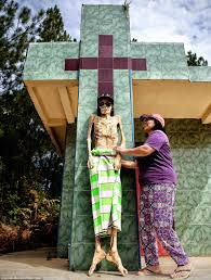 photos of the day a indonesia u0027s toraja community honour their dead relatives in the ma