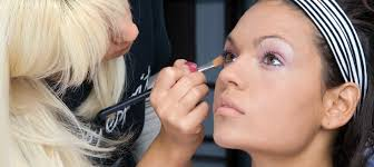 become makeup artist how to become a makeup artist in sydney qc makeup academy