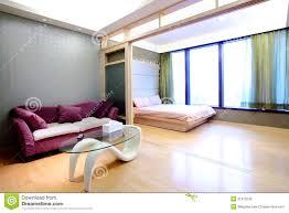 bett im wohnzimmer wohnungs wohnzimmer und bett raum stockfoto bild 21913530