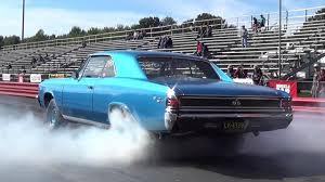 chevelle camaro burnout 1970 camaro ss396 vs 1967 chevelle ss396 1 4