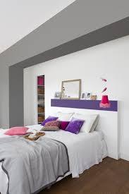 chambre blanc et violet peindre une tête de lit en violet dans une chambre blanche