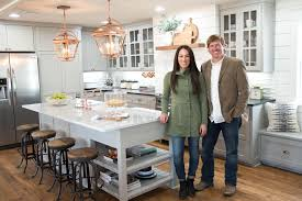 House And Home Furniture Fixer Upper Season 3 Episode 17 The Carriage House