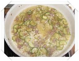 primo piatto con fiori di zucca primo piatto risotto con fiori di zucca e salsiccia