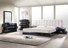 unique ways to incorporate the color black and white into bedroom