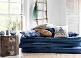 canape matelas empiler des petits matelas pour créer un lit d enfant ou une