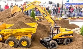 big rc 1 8 scale excavator caterpillar at work amazing