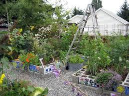 grow and resist using concrete wire mesh in the garden trellis vertical gardening