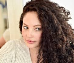 haircuts for thin curly frizzy hair 7 experts share their secrets for awesome curly hair verily