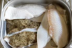 cuisiner le turbot entier recettes de turbot par chef simon blancs de turbot sur blancs de