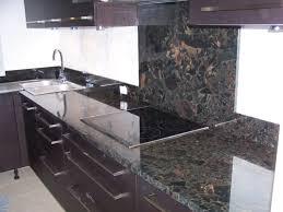 cuisine marbre noir cuisine marbre noir et bois idées décoration intérieure farik us