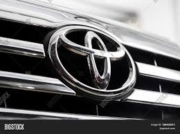 toyota logo bangkok thailand april 4 2016 image u0026 photo bigstock