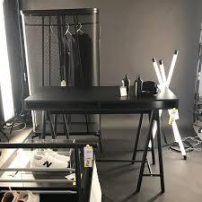 bureau metal ikea bureau en bois noir et armoire monochrome collection spänst par