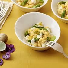 boursin cuisine recette oeufs brouillés aux asperges avec boursin cuisine ail fines