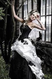 brautkleid schwarz weiss hochzeitskleider extravagantes brautkleid in schwarz weiß ein
